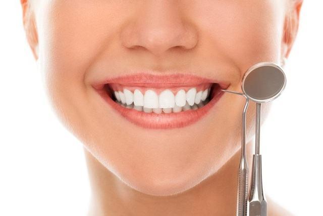 Độ tác động lên răng thật và biến chứng